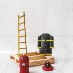 Στολή πυροσβάστη, καπέλο, κρούνος και σκάλα