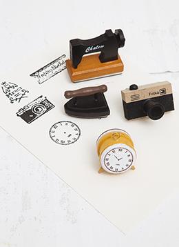 Σφραγίδες-ραπτομηχανή,-ξυπνητήρι,-φωτογραφική-μηχανή-και-σίδερο